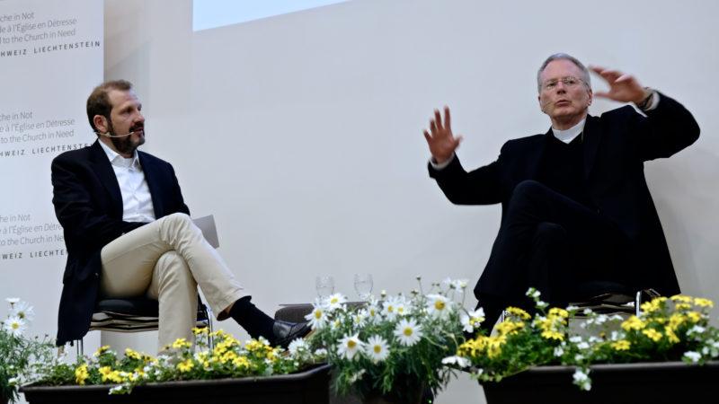 Giuseppe Gracia und Thomas E. Gullickson am Podium von Kirche in Not   © Oliver Sittel