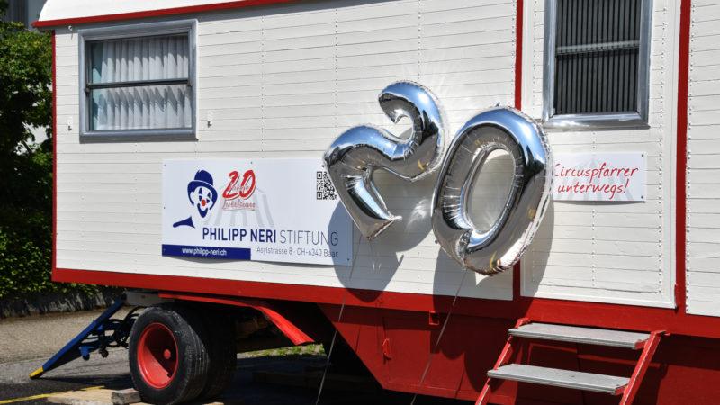 Ein Zirkuswagen wirbt zum 20-Jahr-Jubiläum für die Stiftung. | © Sylvia Stam