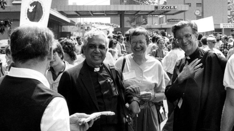 Friedensmarsch im Dreiländereck - Ökumenische Versammlung 1989 in Basel | © KNA