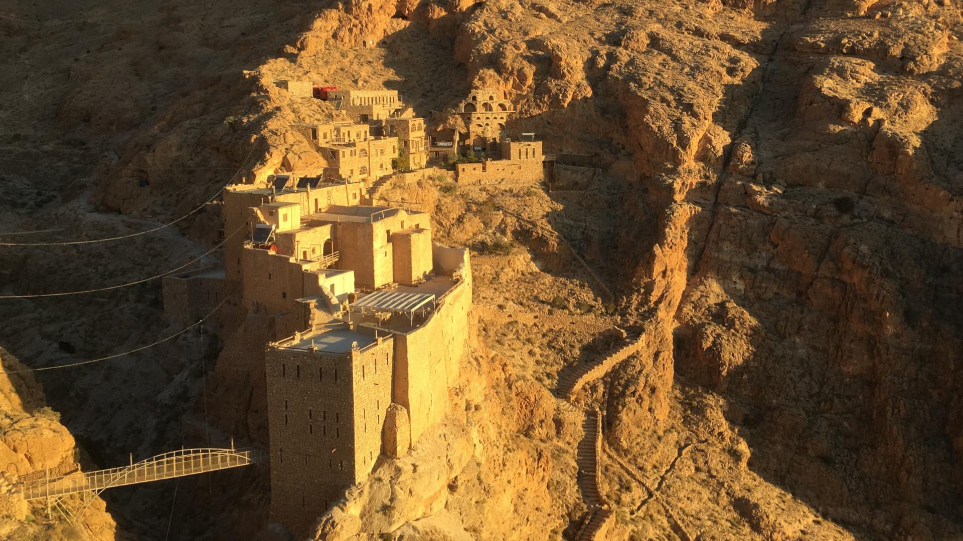 Das syrische Kloster Mar Musa inmitten felsiger Wüste | © zVg