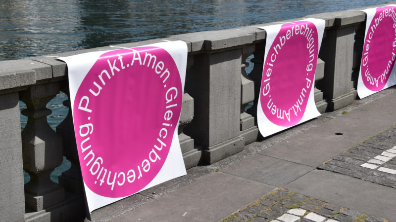 Am Reussufer in Luzern, Frauenstreiktag | © Sylvia Stam