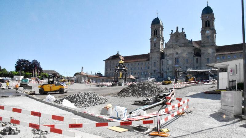 Bis zur Premiere des Einsiedler Welttheaters am 17. Juni 2020 soll der Klosterplatz saniert sein. | © Barbara Ludwig