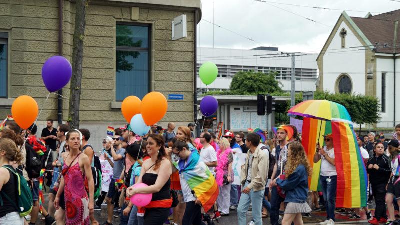 Pride vor reformierter Kirche in Freiburg | © Georges Scherrer