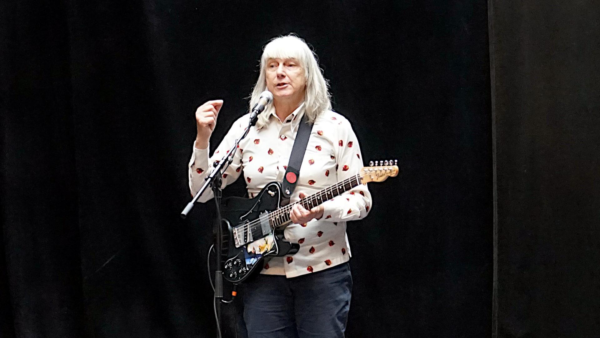 Stella Glitter, Rock'n'Roll-Künstlerin mit männlicher Stimme | © Georges Scherrer