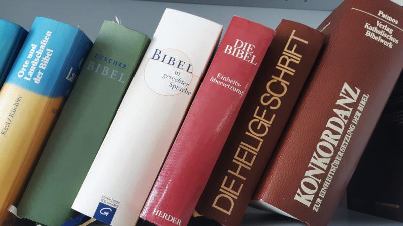 Die Bibel und biblische Nachschlagewerke | © Sylvia Stam