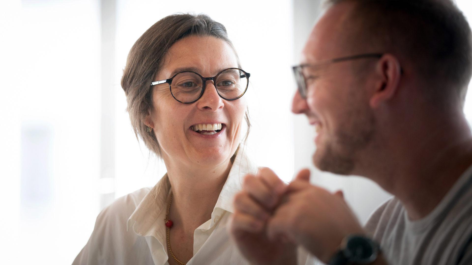 Eva Meienberg und Norman Zöllner tauschen Ideen aus | © Christoph Wider