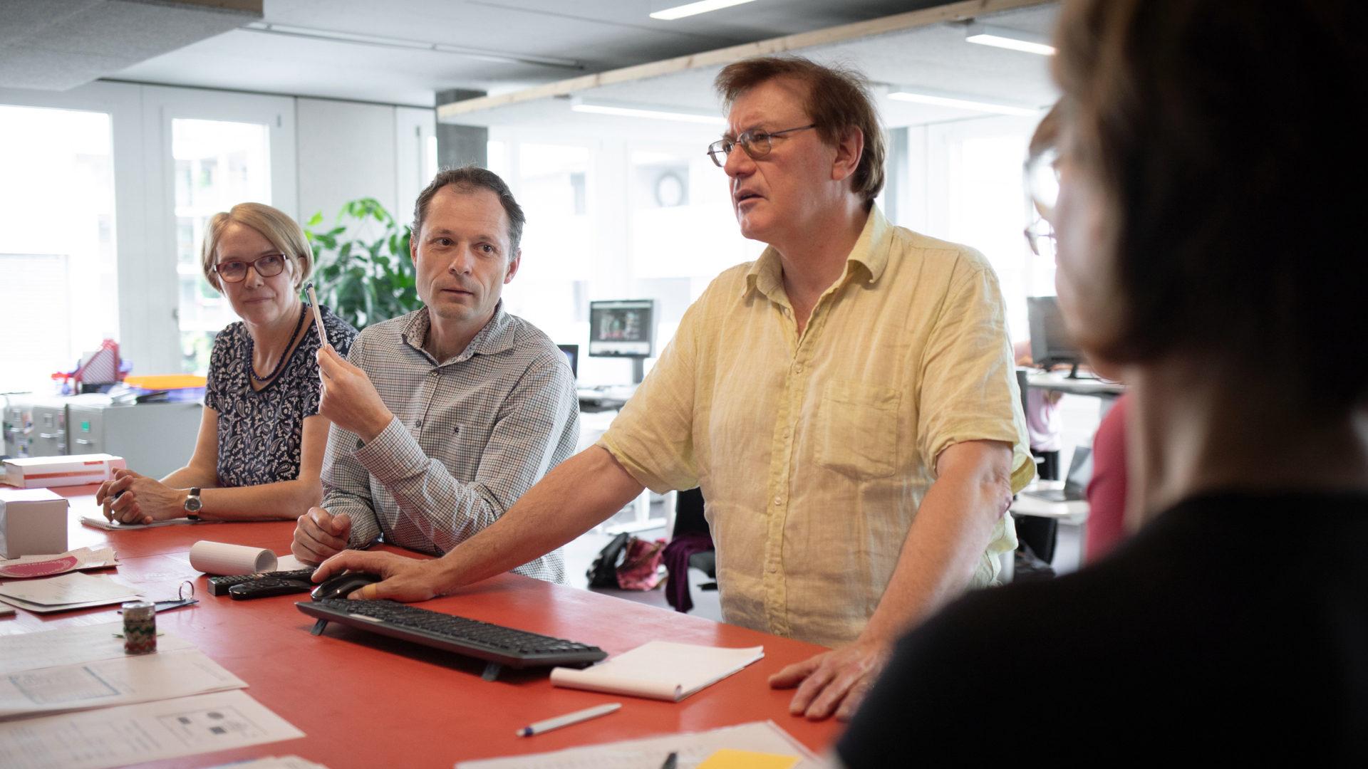Redaktion kath.ch an der Teamsitzung | © Christoph Wider