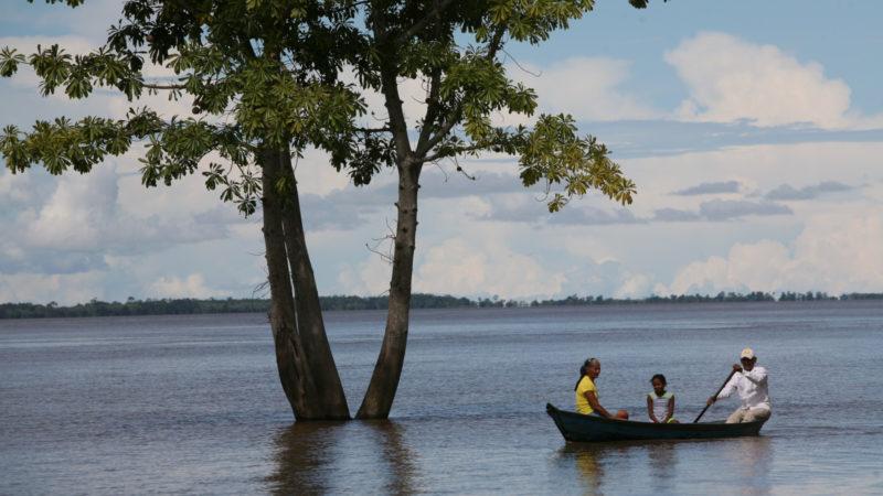 Auf dem Amazonas | © adveniat.de