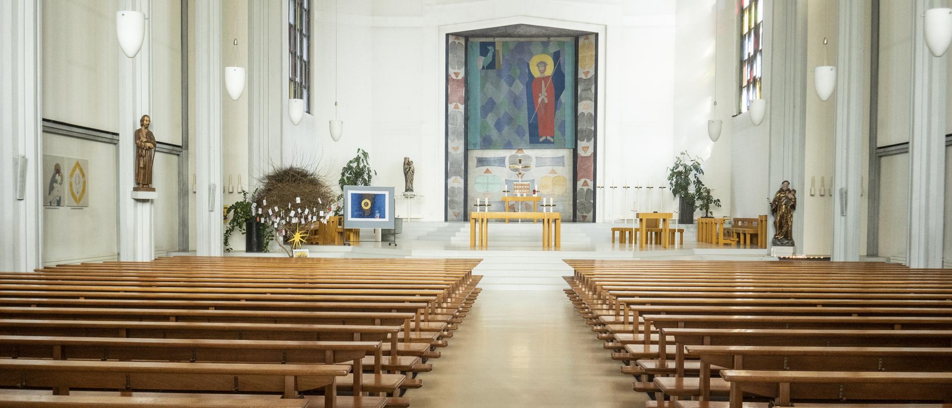 Das Innere der Kirche St Anton Wettingen.