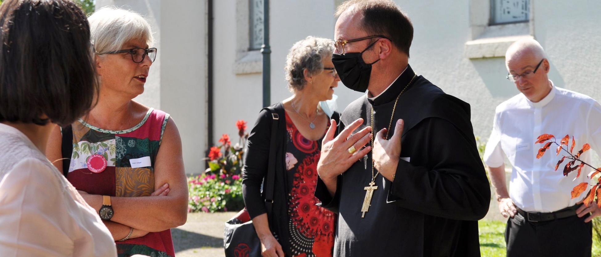 Abt Urban Federer mit Maske.