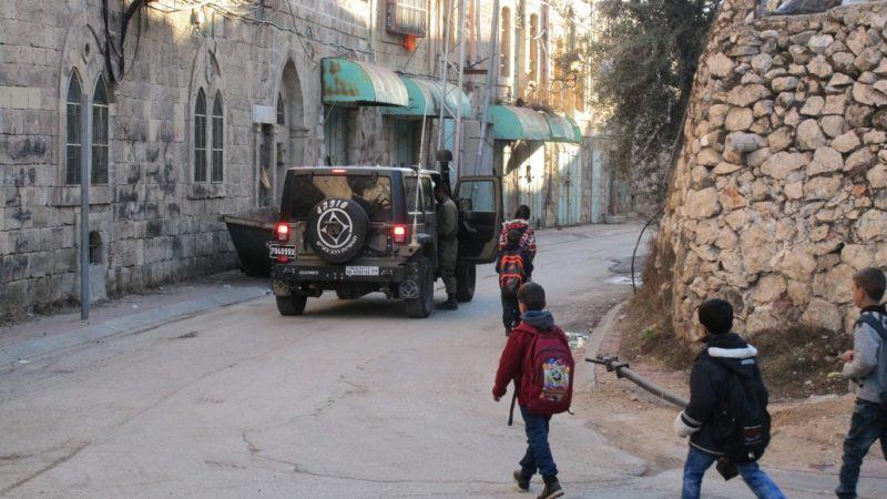Schulweg mit Soldaten | © BettinaFlic k