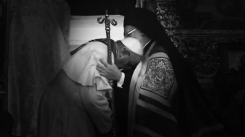 Le pape François reçoit la bénédiction du patriarche orthodoxe Bartholomée (Photo: CTV)