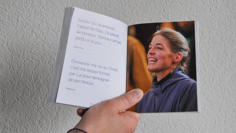 """""""Aimer c'est tout donner"""" livre de témoignages pour l'Année de la vie consacrée (photo Maurice Page 2015)"""