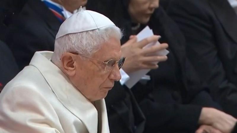 Le pape émérite BenoÎt XVI lors du consistoire des cardinaux le 14 février 2015 (photo ctv)