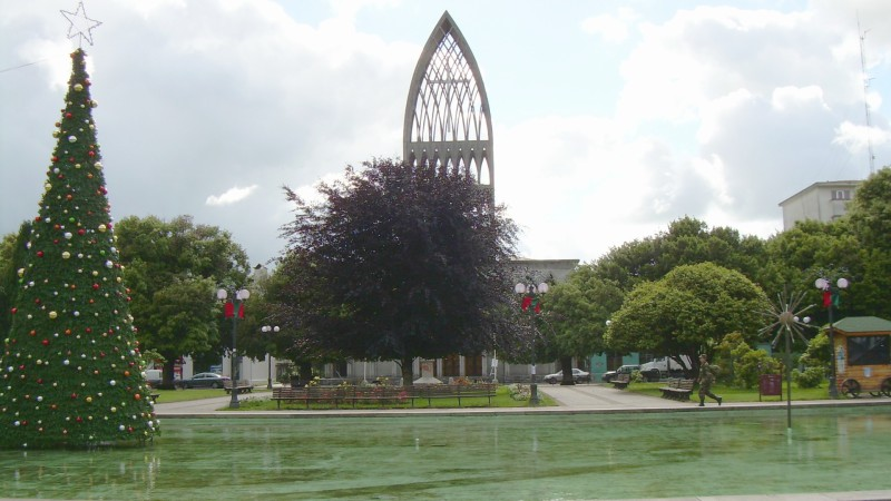 "La Plaza de Armas et la Cathédrale d'Osorno au Chili (Image: commons wikimedia / <a href=""https://creativecommons.org/licenses/by-sa/3.0/legalcode"" target=""_blank"">CC BY-SA 3.0</a> / Manuel Cossu)"