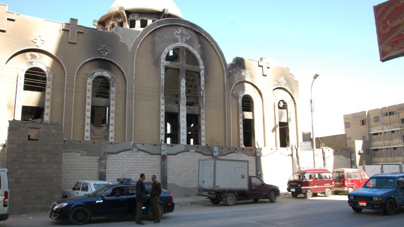 De nombreuses églises coptes ont été incendiées en 2013, ici à Minya, en Moyenne-Egypte  (Photo: Jacques Berset)