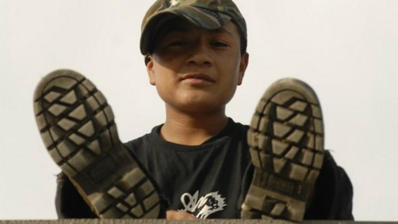"""Un enfant migrant sur le toit de """"La Bête"""", nom donné au train qui traverse le Mexique de la frontière du Guatemala à celle des Etats-Unis (Photo: JC Gerez)"""