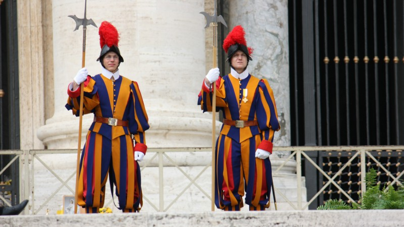 Les gardes suisses en faction au Vatican (Photo: Bernard Bovigny)