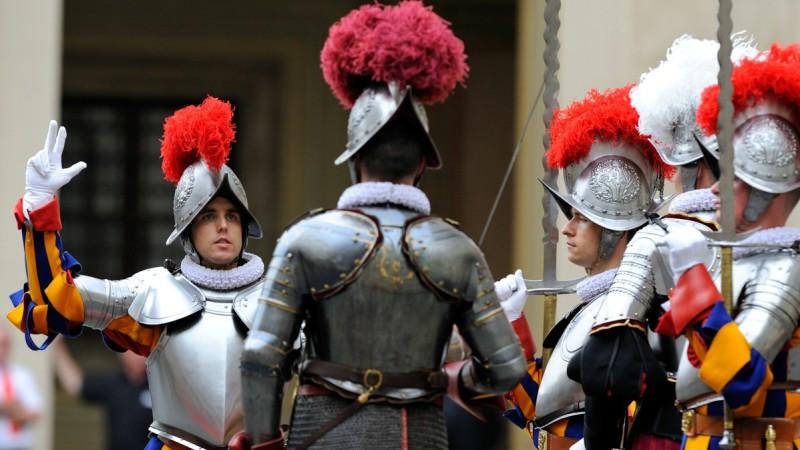 La prestation de serment des gardes suisses. (Photo: Artymiak / Garde Suisse Pontificale)