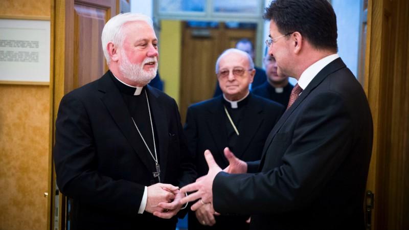 Mgr Paul Gallagher (à g.), secrétaire du Saint-Siège pour les relations avec les Etats (Photo: Ministère des Aff. étrang. de la République Slovaque)