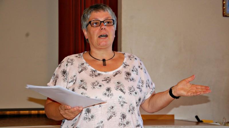 La co-présidente Sabine Rüthemann lors de l'assemblée générale de Kipa-Apic à Olten (Photo: Jacques Berset)