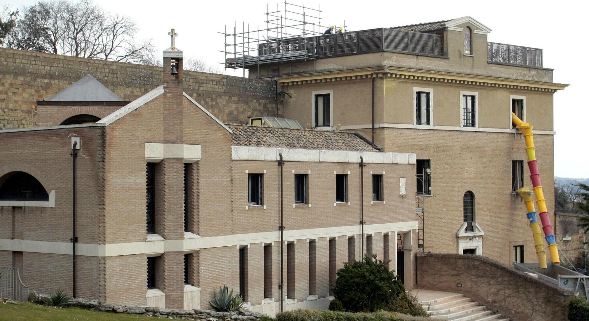 Le Vatican M U00e9connu  Le Monast U00e8re Mater Ecclesiae