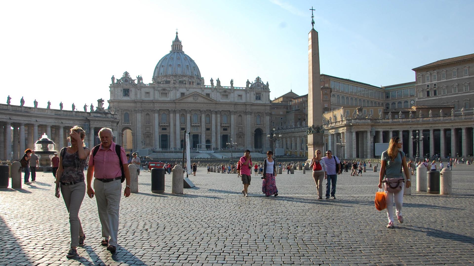 le vatican insolite un ob lisque gyptien dans le ciel de saint pierre. Black Bedroom Furniture Sets. Home Design Ideas