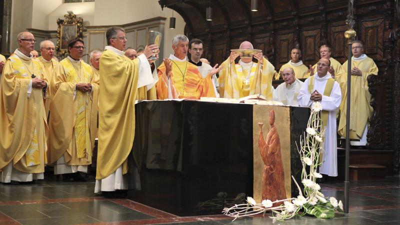 Célébration de l'eucharistie (Photo: Bernard Hallet)