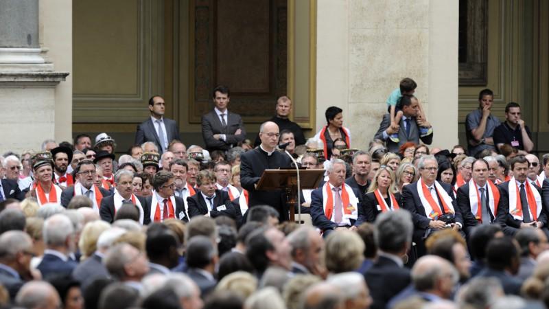 Le chapelain de la Garde Suisse, l'abbé Pascal Burri, lors du discours officiel lors de la prestation de serment le 6 mai 2015 (Photo: Artymiak / Garde Suisse Pontificale).