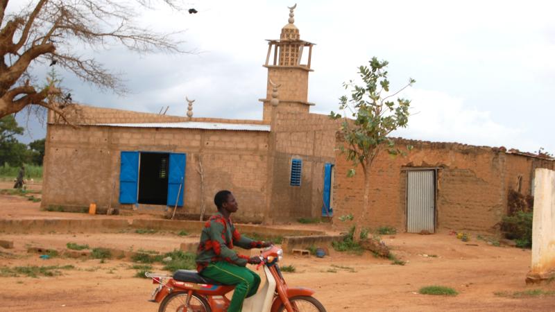 Des jeunes  de milieux pauvres sont recrutés par des prédicateurs extrémistes Mosquée dans un village du Burkina Faso  ©  Jacques Berset  Jacques Berset)