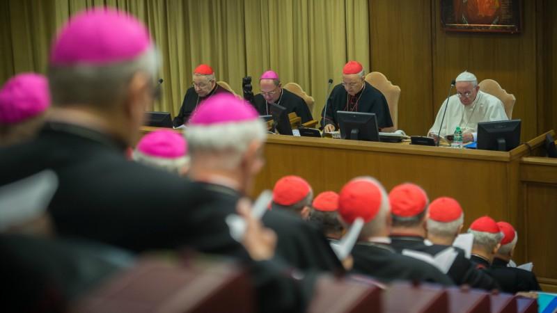 """Le pape, lors du synode: """"une église synodale est une église de l'écoute"""". (Photo: Flickr/Mazur/catholicnews.org.uk/CC BY-NC-SA 2.0)"""