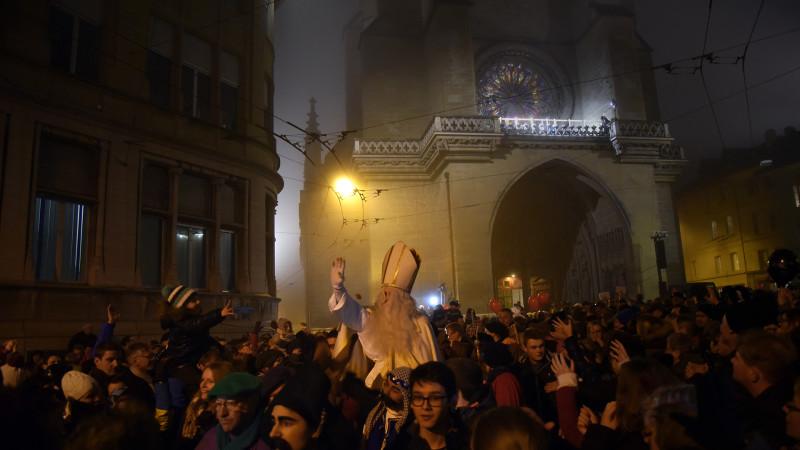 Plus de 25'000 personnes ont assisté au traditionnel cortège de la Saint-Nicolas à Fribourg (05.12.15, Pierre Pistoletti)