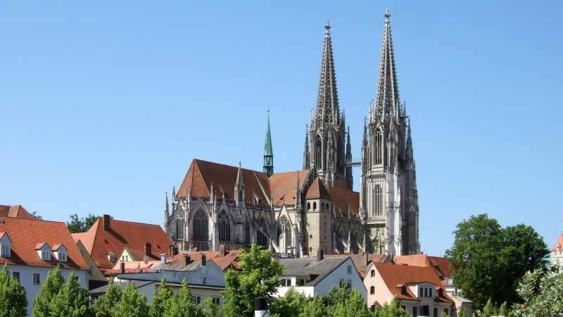 La cathédrale de Ratisbonne en Allemagne (photo Wikimedia commons Omnidoom 999 CC BY-SA 2.5)