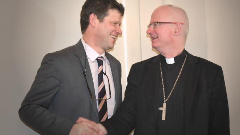 Roberto Simona avec Mgr Charles Morerod, évêque de Lausanne, Genève et Fribourg | ©  Jacques Berset