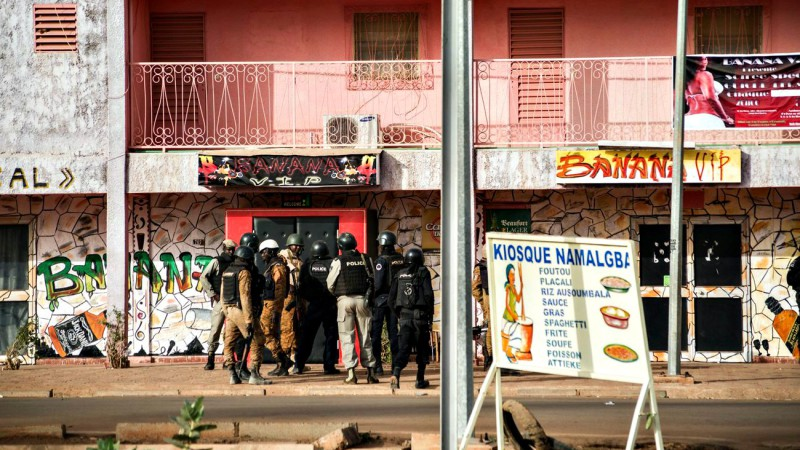 Les forces de l'ordre burkinabé sont intervenues contre le commando djihadiste à Ouagadougou  (Photo: Keystone/MAXPPP/Erwan Rogard)