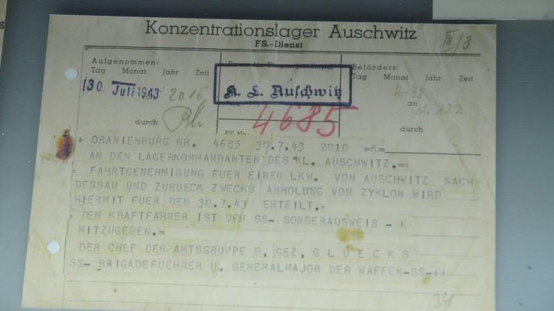 Camp de concentration d'Auschwitz, une autorisation de transport pour le Zyklon B utilisé dans  les chambres à gaz (photo Maurice Page)