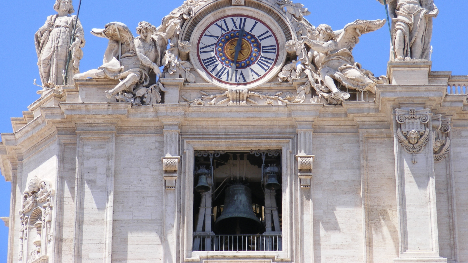 Reçu un beau diapo....Les horloges et pendules des rues..... - Page 23 Basilica_di_San_Pietro_facade_-_front_left_top