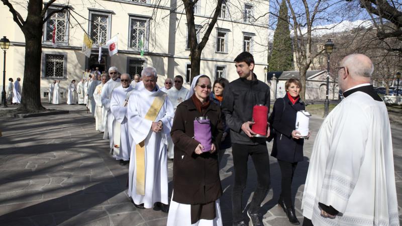 Sion le 24 mars 2016. Procession qui amène les prêtres, les diacres et les porteurs d'huile à la cathédrale de Sion à l'occasion de la messe chrismale du Jeudi saint. (Photo: B. Hallet)