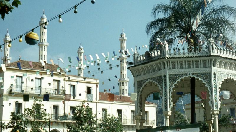"""Les mosquées d'Algérie sont incitées à sensibiliser les fidèles contre le terrorisme (Photo:filtran/Flickr/<a href=""""https://creativecommons.org/licenses/by/2.0/legalcode"""" target=""""_blank"""">CC BY 2.0</a>)"""