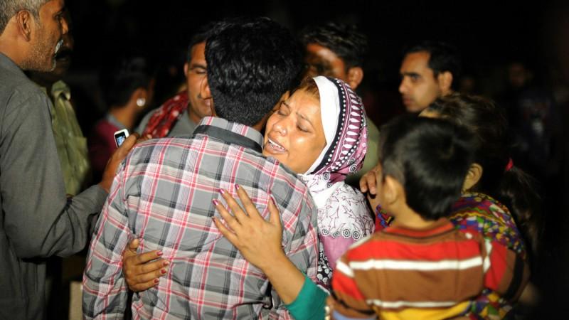 Des familles en deuil après l'attentat du 27 mars, à Lahore, au Pakistan (Photo:Xinhua Sajjad/Keystone)