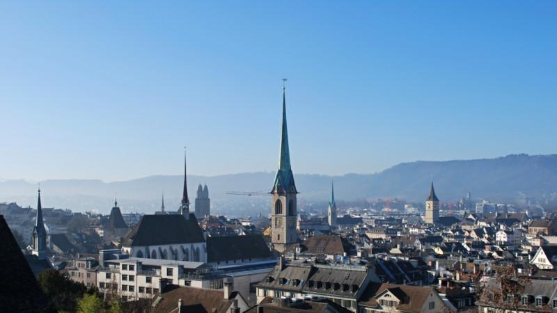 La vieille ville de Zurich, hérissée de ses clochers protestants et catholiques (Photo: Barbara Ludwig, 2014)