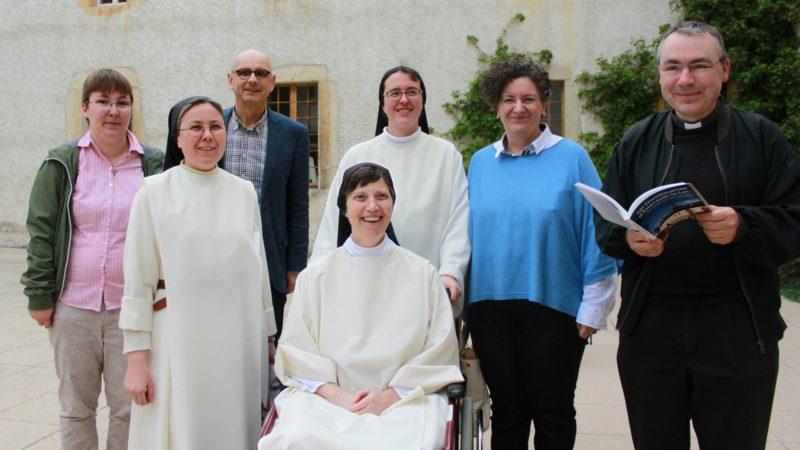 Estavayer-le-lac le 21 avril 2016. L'équipe qui a rédigé l'ouvrage collectif consacré à l'histoire du couvent. (Photo: Bernard Litzler)