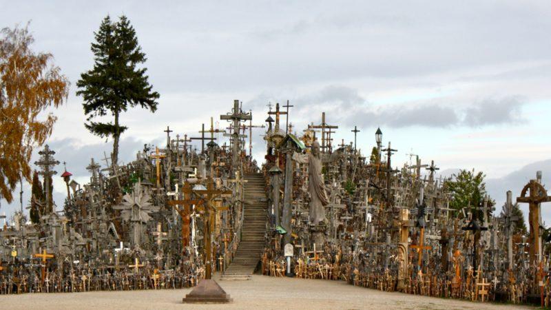 """La Colline des 400'000 croix dans la ville de Siauliai, au nord de la Lituanie (Photo: Flickr/Kyle Taylor/<a href=""""https://creativecommons.org/licenses/by/2.0/legalcode"""" target=""""_blank"""">CC BY 2.0</a>)"""