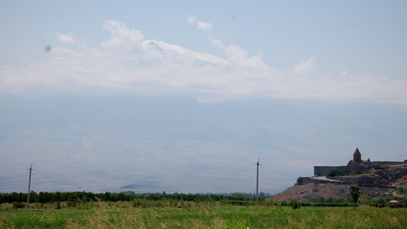 Le monastère de Khor Virap, au pied du Mont Ararat, en Arménie (photo Jacques Berset)
