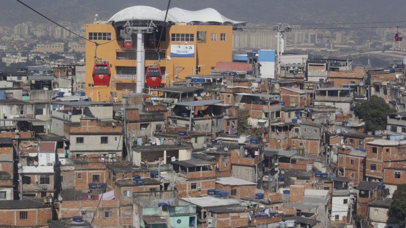 """Les favella de Rio., symbole de la violence et de la pauvreté de la ville. (Photo: Flickr/sarahjadeonline/<a href=""""https://creativecommons.org/licenses/by-nd/2.0/legalcode"""" target=""""_blank"""">CC BY-ND 2.0</a>)"""