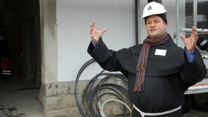Fribourg Le Père Pascal Marquard, lors de la rénovation du couvent des Cordeliers (Photo:  Jacques Berset)