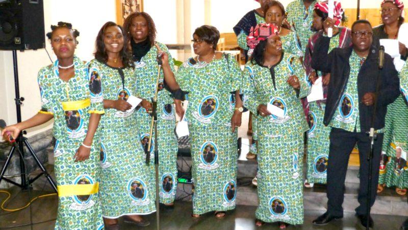 Pèlerinage aux Saints d'Afrique 2016  La chorale burkinabé de Versoix  (Photo:  Père Claude Maillard)