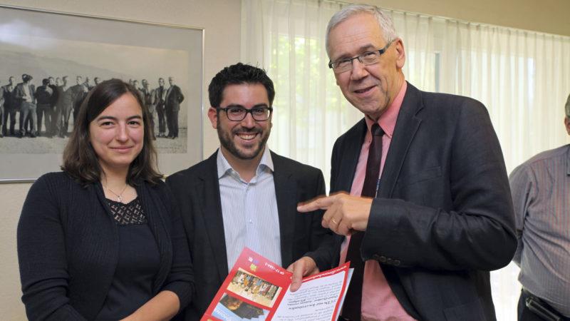 Lausanne le 22 juin 2016. Remise du prix Good News 2016 à Régine et Matthias Rambaud en présence de Bernard Litzler, à dr. (Photo: B. Hallet)