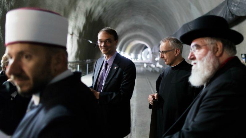 Les représentants des principales religions de Suisse ont béni le tunnel du Saint Gothard (Photo: Gaetan Bally/Keystone)