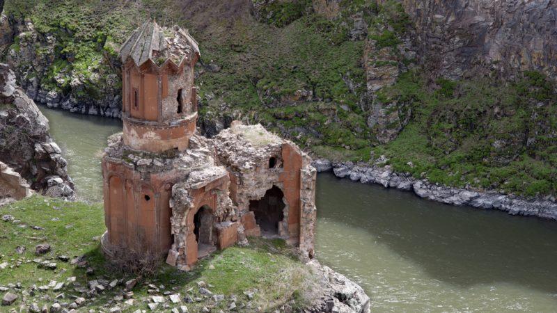 L'église du monastère de sainte Hripsimian, à Ani (photo wikimedia commons